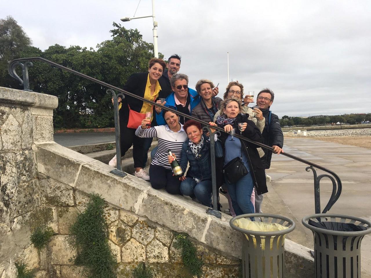 apéro pour les 30 ans de mariage de nos coachs au bord de plage à la Rochelle