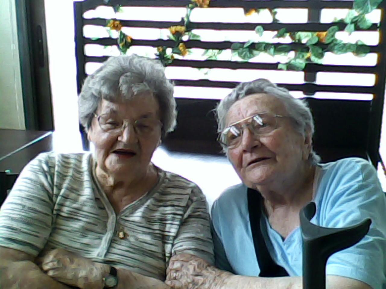 à gauche la maman de Mireille